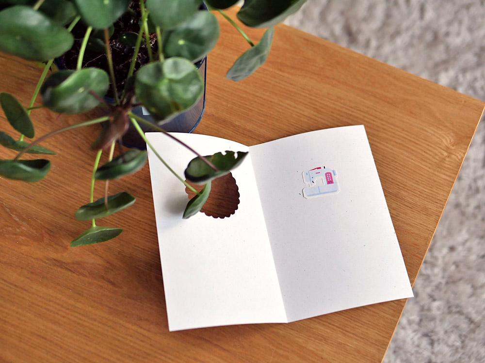 Cricut : une carte de remerciement sur le thème de la couture